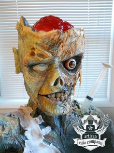 This is the realistic looking zombie cake created by the Artisan Cake Company of Portland, Oregon. It's not really cake though, the body was made out of Rice Krispies (or possibly store-brand Crispy Rice), then covered with a modeling. Crazy Cakes, Fancy Cakes, Bolo Zumba, Zombie Birthday Cakes, Zombie Cakes, 11th Birthday, Krispie Treats, Rice Krispies, Horror Cake