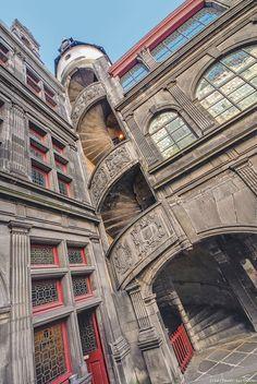 Hôtel de Fontfreyde Destinations, Clermont Ferrand, Limousin, Rhone, Vacation Trips, Vacation Travel, Stairways, Paris France, The Good Place