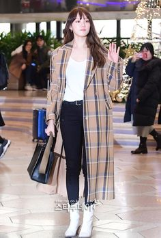 Bts is back in korea Lee Sung Kyung Fashion, Lee Sung Kyung Style, Korean Airport Fashion, Korean Fashion, Fashion Idol, Fashion Outfits, Rap, Shin Se Kyung, Korean Girl