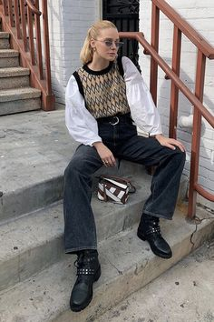 Sweater Vest Outfit, Vest Outfits, Fashion Outfits, Curvy Street Style, Estilo Preppy, Outfit Look, Funky Fashion, Office Fashion, Petite Fashion