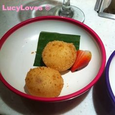 Yo sushi - strawberry cheesecake mochi
