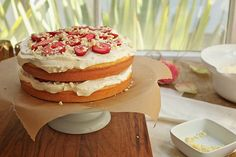 White chocolate rose cake with strawberrie