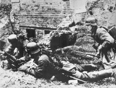 Soldier`s of the wehrmacht and ruin`s of Stalingrad Eastern Front Ww2, Battle Of Stalingrad, East Indies, Prisoners Of War, German Army, Luftwaffe, Military History, World War Two, Wwii