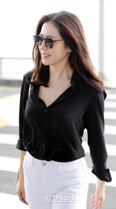 """❤""""Son Ye Jin""""❤🍀💋🌿🌷🌻💙❤🇰🇷 She is so cool Korean Actresses, Korean Actors, Korean Women, Korean Girl, Korean Beauty, Asian Beauty, Asian Woman, Asian Girl, Lee Bo Young"""
