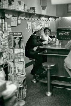 Soda fountain, 1957 © Henri Cartier-Bresson