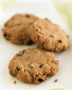 n just 10 minutes, whip up the dough for these sweet, crunchy treats made with whole-wheat flour. Many recipes for baked goods can be tweaked to use equal parts whole-wheat and all-purpose flours, without losing flavor or texture. Healthy Oatmeal Cookies, Oatmeal Cookie Recipes, Oatmeal Raisin Cookies, Yummy Oatmeal, Oatmeal Raisins, Toffee Cookies, Yummy Cookies, Martha Stewart Recipes, Living At Home