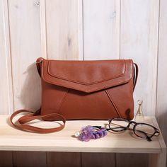 Borsa a tracolla da donna di moda PU in pelle di alta qualità Borsa a tracolla di colore solido Piccola borsa a lembo Decorazione Hairball