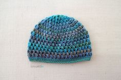 Make a crochet puff stitch hat for you little one this winter with this free pattern from B.hooked Crochet.