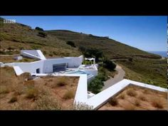 antiparos underground house on Sheltered Housing, Underground Homes, Earth Homes, Green Day, Architect Design, Traditional House, Decorating Tips, Sun Lounger, House Design