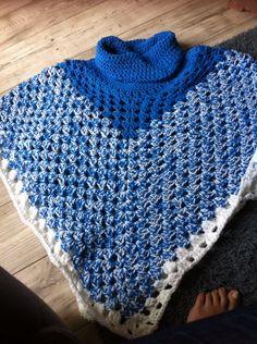 Poncho blauw leuk voor op een spijkerbroek