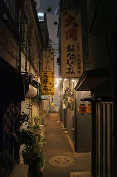 夜散歩のススメ「どぶろく横丁の路地」 神奈川県川崎市