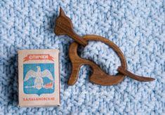 Barrette, brooch, fibula Cat. Wood: Walnut
