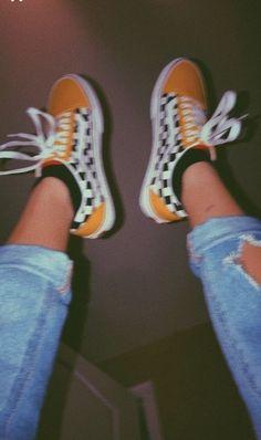 23 Burgundy Street High Heels Trending This Winter Womens Sneakers Surprisingly Cute Shoes Hipster Vintage, Style Hipster, Mode Vintage, Vintage Vans, Vintage Yellow, Vintage Sneakers, Retro Vintage, Hipster Shoes, Retro Sneakers