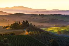 Toscana Sunrise, Tuscan Countryside, Tuscany, Italy, Farmhouse, Rustic, Belvedere, Val d'Orcia - Travel Photography, Print, Wall Art