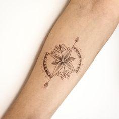 """495 Me gusta, 19 comentarios - Carla Galvão (@carlagalvaotattoo) en Instagram: """"Rosa dos ventos da Bruna, mais uma pra coleção #carlagalvao #tattoo #tatuagem #tattoo2me…"""""""
