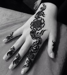 Simple Indian mehndi front fingers and diagonal flower Simple Henna Tattoo, Easy Henna, Tribal Tattoos, Tatoos, Mehndi Designs For Fingers, Mehandi Designs, Mehendi, Eid, Simple Designs