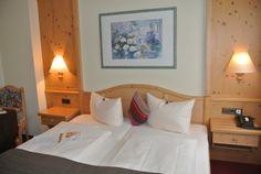 Das AKZENT Hotel am Bach im fränkischen Dettelbach verfügt über 5 Einzel- und 11 Doppelzimmer. Hotels, Loft, Das Hotel, Bed, Furniture, Home Decor, Wine Bars, Wedding Night, Double Room