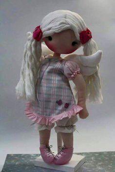 muñeca de tela con alas