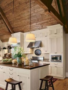 Rustic kitchen closet is a lovely combination of nation home as well as farmhouse decoration. Discover rustic kitchen cabinet styles, plus search motivating images Kitchen Cabinet Styles, Farmhouse Kitchen Cabinets, Farmhouse Style Kitchen, Modern Farmhouse Kitchens, Home Decor Kitchen, Home Kitchens, Rustic Farmhouse, Kitchen Ideas, Kitchen Island