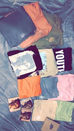 i wish this was all mine ! Shawn Mendes Clothes, Shawn Mendes Merch, Shawn Mendes Tour, Shawn Mendes Concert, Shawn Mendas, Chon Mendes, Shawn Mendes Wallpaper, Bae, Magcon