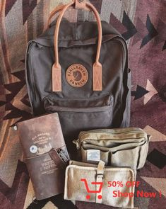 Backpack bag for school, travel, commuting, or just because. Fjallraven kanken backpack Source by bags Mochila Kanken, Fjällräven Kanken, My Bags, Purses And Bags, Books And Tea, Cute Backpacks, School Bags, School School, Backpacker