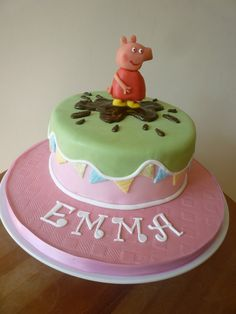 Pretty Peppa Pig cake with chocolate Peppa. Cupcake Birthday Cake, Birthday Treats, Cupcake Cakes, Cupcakes, 3rd Birthday, Peppa Pig, Baking Bad, Heart Cakes, Funny Cake
