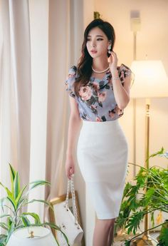 Put on to Work Form, head-turning looks. Womens Fashion For Work, Work Fashion, Asian Fashion, Royal Clothing, Elegant Outfit, Business Outfits, Korean Outfits, Ladies Dress Design, Minimalist Fashion