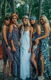 Tulum x Mumu ~ Show Me Your Mumu ~ Resort 2018 Source by goldblumenkind outfits Mode Hippie, Mode Boho, Hippie Style, Boho Outfits, Summer Outfits, Cute Outfits, Hawaii Outfits, Beachwear Fashion, Boho Fashion