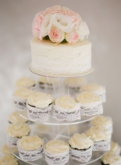 lace around cupcakes. love love.