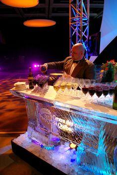 Bar de glace... frissons garantis // Ice Bar... chills included!