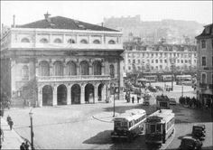 Teatro Nacional D. Maria II - 1940 quatro almas: http://ouropel.blogspot.pt/2013/03/enquanto-salazar-vivia.html