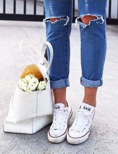 Street Style Rolled Jeans and Chucks Outlet Michael Kors, Michael Kors Bag, Looks Style, Style Me, Swag Style, All Star Branco, Looks Instagram, Rolled Jeans, Look Fashion