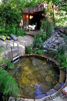 Simple but has a comfort effect on the garden. Use land to make small ponds