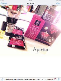 Wine Elixir Apivita pack.  Viene de regalo una mini talla del aceite de la misma linea, un limpiador facial y una mascarilla.