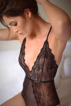 Here's How to Keep Your Sexy Lingerie on for a Longer Time During Sex White Lace Lingerie, Lingerie Plus, Lingerie Fine, Jolie Lingerie, Lingerie Shoot, Lingerie Outfits, Babydoll Lingerie, Vintage Lingerie, Boudior Outfits