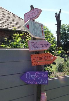 Foto: Inspiriert von Spaaz. So ein Wegweiser passt in jeden Garten.. Veröffentlicht von Schnecki auf Spaaz.de