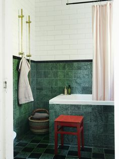 Inspirationsgalleriet – snart tillbaka i uppdaterad form! Bathroom Inspo, Bathroom Inspiration, Bathroom Interior, Design Inspiration, Green Marble Bathroom, Bathroom Floor Tiles, Yellow Houses, Upstairs Bathrooms, Home Spa
