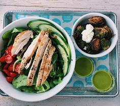 Lunch today was a salad with grilled chicken, tomatoes, and cucumber with a side of extra crispy brussel sprouts 👌🏻 --------------------------------------------- #bbg #bbgeats #fitfoodie #candida #candidafriendly #healthylunch #paleo #paleolunch #yeahburger #glutenfree #dairyfree #healthandfitness #balance #whatsonmyplate #atl #atleats #cleaneats #healthyliving lowcarb lowcal LCHQ brysselkål smör