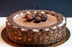 This Black Forest Cake is every chocoholic's dream come true! It's a rich and airy cake that combines the delicious chocolate with delicate black cherries. Tart Recipes, Best Dessert Recipes, Sweets Recipes, Fun Desserts, Cooking Recipes, Black Forest Birthday Cake, Black Forest Cake, Delicious Deserts, Delicious Chocolate