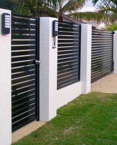 Modern House Fence and Gate Lovely √ 39 Best Fencing Design Ideas for Inspiration to Lok Out House Fence Design, Front Gate Design, Modern Fence Design, Wood Fence Design, Village House Design, Modern Front Yard, Modern Entrance, Burbank Homes, Metal Garden Gates