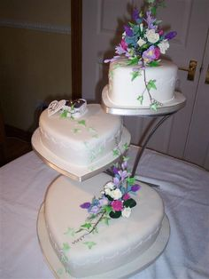 simple wedding cake with tiers | Tier Heart Shaped Wedding Cake (Source: planner-wedding.net)