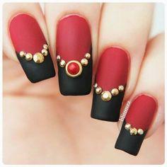 Vermelho é a cor mais quente! Descole aqui todas as inspirações que você precisa para adotar a cor nas unhas decoradas da semana...