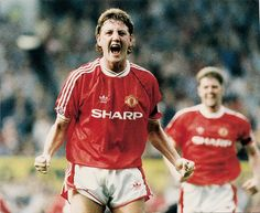 Bruce looks back to his Manchester United days, and the spirit Sir Alex Ferguson created in the dressing room