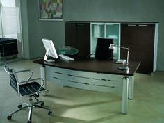 Desk with top Wengè and metallic modesty panel, behind medium cupboard with blind and glazed doors  //  ---  //  Scrivania con piano Wengè e pannello frontale in metallo, dietro mobile contenitore con antine cieche e in vetro