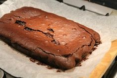 Frissen sült csokis brownie Brownie Ingredients, Something Sweet, Banana Bread, Food, Meal, Eten, Meals