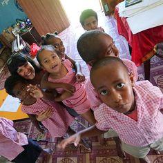 Imagine #JohnLennon  Location  #Fiji  Photo  @ftbletsas  _________________________________________________  Να αφήσουμε τα παιδιά μπροστά εκείνα ξέρουν πάντα τι κάνουν.   Στο νηπιαγωγείο των Φίτζι στο χωριό Βουνανίου. Μια από τις πιο όμορφες εμπειρίες. Αγνή αφιλτράριστη αγάπη.  _________________________________________________  #DayDreamer #HappyTraveller #TravelGirl #TravelCouple #Travel2018 #TravelTheWorld #WithYou #Travelblogging #Travelblogger #Everydaytravel #Travel #Travelingram…