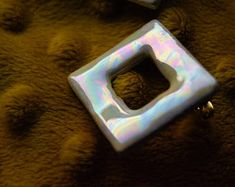 ceramic earrings with mesmerizing rainbow colors. buy it online now!  #kiramiek #ceramics #lüster #ceramicglaze #ceramiclüster #artsandcrafts #rainbowearrings #crazyearrings #oilstain #pottery #clay #motherofpearl #pearl