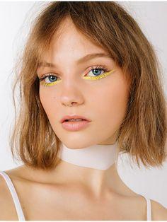 yellow eyeliner looks ; yellow eyeliner makeup looks ; Makeup Brands, Best Makeup Products, Makeup Tips, Hair Makeup, Makeup Ideas, Makeup Salon, Makeup Studio, Sfx Makeup, Models Makeup