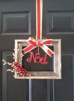 60 DIY Picture Frame Christmas Wreath Ideas that totally fits your Budget – Hike n Dip - Wreath Ideen Christmas Picture Frames, Christmas Frames, Christmas Projects, Holiday Crafts, Christmas Gifts, Christmas Door Decorations, Xmas Wreaths, Christmas Centerpieces, Picture Frame Wreath