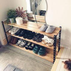 Simple Furniture, Furniture Design, Diy Shoe Rack, Petites Tables, Interior Architecture, Shelving, Diy Home Decor, Sweet Home, New Homes